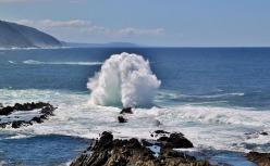 photo courtesy of cocoparisienne @ https://pixabay.com/en/sea-wave-beach-water-ocean-241665/