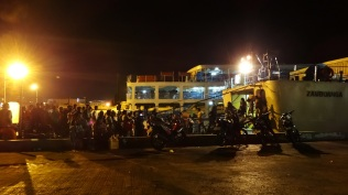 Arrivals by night. Photo by Harly Limlingan Marcuap of http://www.akrosdayunibers.com, 2013: http://www.akrosdayunibers.com/uploads/8/0/2/5/8025491/6198976_orig.jpg
