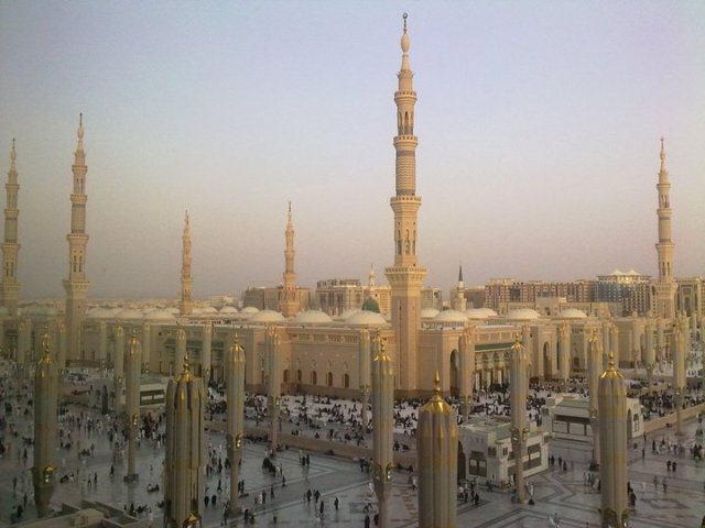 the_prophets_mosque_at_madina