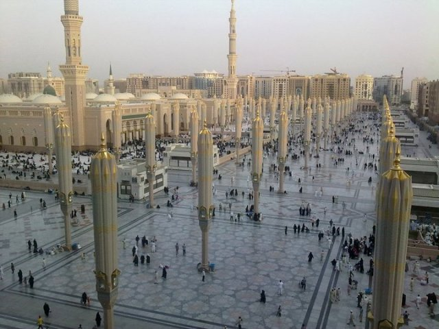 the_prophets_mosque_at_madina_2